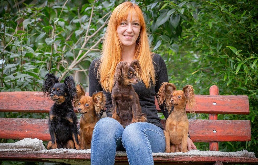 Tenyésztőn kutyáival_kép: Bakos Zoltán