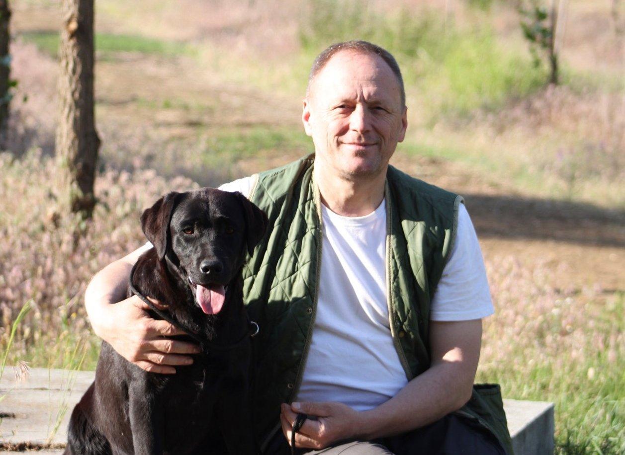 Labrador tenyésztőjével