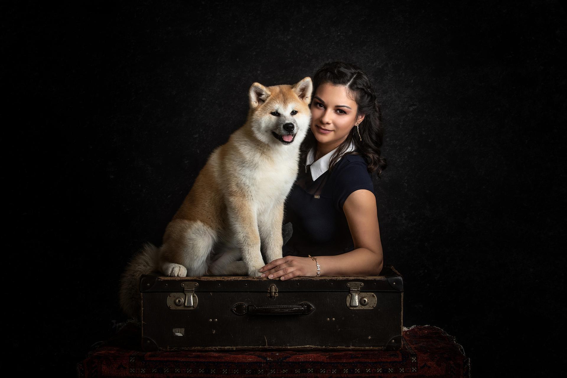 Ujvári Adrienn Akita tenyésztő, kutyájával